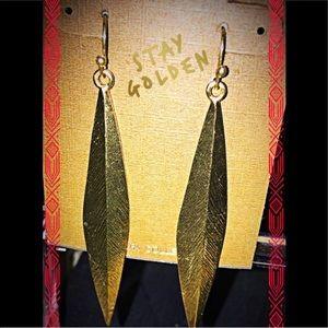 Arrow point dangle earrings